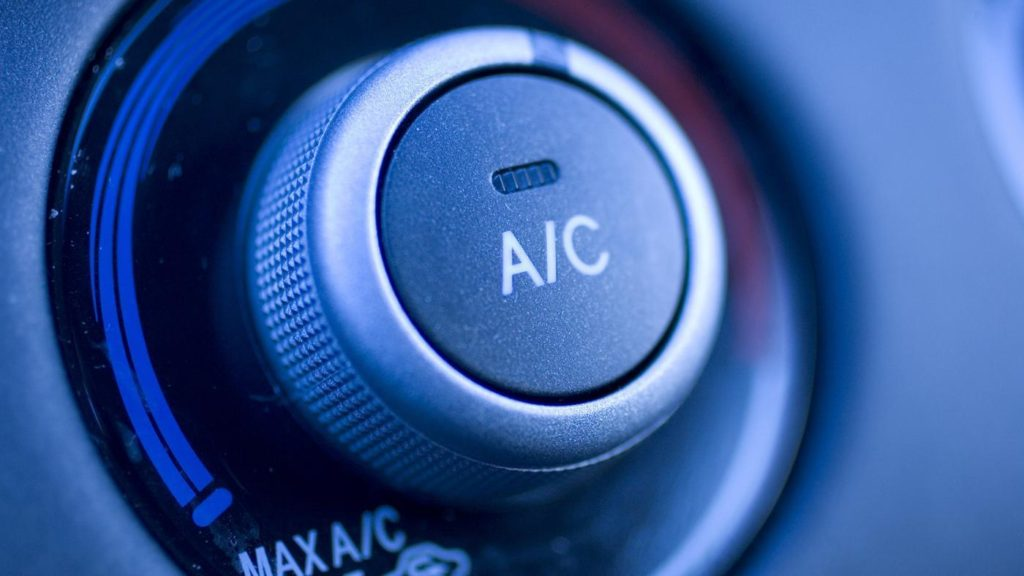 using-air-conditioner-car-burn-gas_3889c3c2a8314497